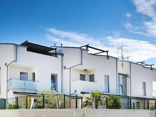 SOMMER 4 Star**** NEW MODERN 3 BEDROOM FLATwith a large terrace with sea view!