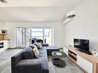 4 star luxury Apartment 300 meters from the sea!