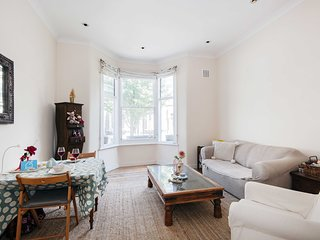 Bright Gratton Road Apartment - KV02