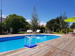 5 bedroom villa- pool & garden in town 400m from the sea wifi -aircon