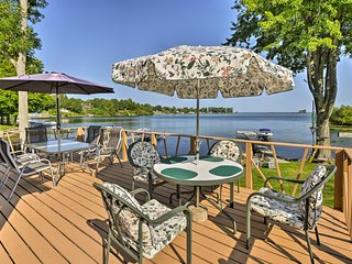 Blind Sodus Bay Family Cottage w/Dock & Fire Pit!
