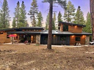 Serene Hideaway is a romantic getaway for couples in the Sierra near Lake Tahoe