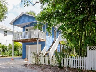 NEW LISTING! One-of-a-kind treehouse in Sarasota Historic District-near downtown