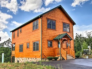 'Smokies View' Gatlinburg Falls Luxury Cabin!