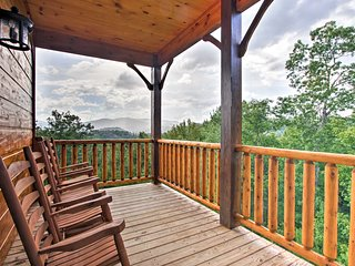 NEW! 'Smokies View' Gatlinburg Falls Luxury Cabin!