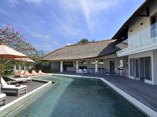 Garden & Pool View - Villa Kami