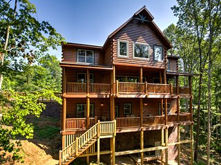 Cliffview Lakeside - 12 Bedroom Modern Cabin