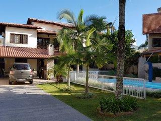 Linda Casa com 4 Suites, piscina, WIFI, 450 metros da PraIa e Open Shopping