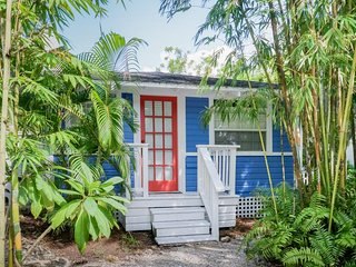 NEW LISTING! Unique cottage & treehouse in the Historic District, local art
