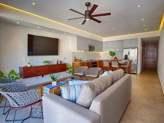 Elegant 5th Floor 2 Bedroom at Oceana in Old Town