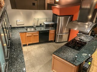 Home City B&B Downtown Cleveland Luxury 2 BED/ 2 BATH