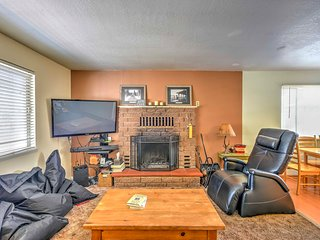 Cozy South Lake Tahoe Home - Walk to Pvt Beach!
