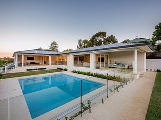 Luxury house near Cottesloe with Pool & Games  - Sleeps 12, 6 Bedrooms, 5 Baths