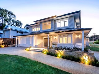 Luxury house near Cottesloe with Pool & Games  - Sleeps 12, 6 Bedrooms, 5 Baths