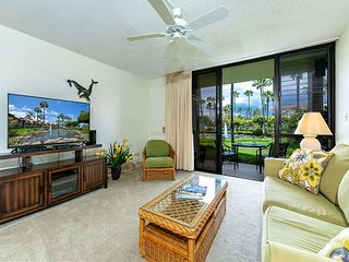 Lanai to Lawn Steps from the Beach! Kitchen Ease, WiFi, AC–Kamaole Sands 10112