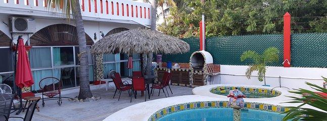 piscina chapoteadero asador y patio con palapa