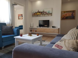 In the ❤ of Tirana, 1BD/1BA Apt. W/ Free Wi-Fi(2)