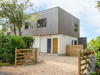 DRIFTWOOD, open-plan, sea views, Uplyme