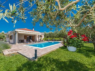 VILLA  with heated  Pool- your dream vacation