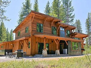 4BR Modern Mountain Craftsman - Patio & Grill, Access to Gray's Crossing Golf