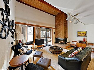 3BR Townhouse w/ Ski-in Access - 200 Yards to the Slopes at Northstar