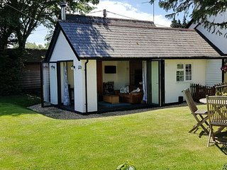 Forest Cottage, Burley, New Forest.  Pet friendly, secure private garden.