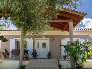 Villa Stella - 2 bedroom detached, a/c, quiet location, close to the beach.