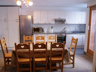 Fantastic ski apartment, 2,5 minutes walk from the slopes, shops and restaurants