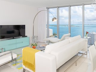 ★Large Design Condo★Best Bay Views★European Design★3 Smart TVs!★Luxury Amenities