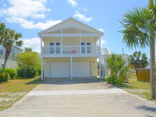 3/2.5 gulf view home, 3 min walk to beach, pet friendly.