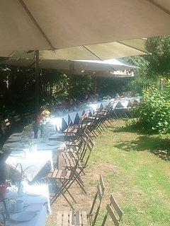 Fachwerkhof Gödringen,  Hochzeitstafel im Garten durch externen Caterer