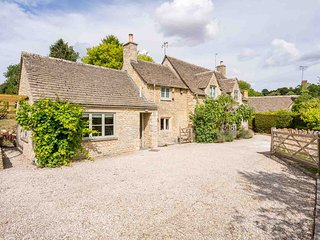 Willow Tree Cottage is a beautiful detached property in the village of Chedworth