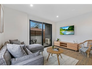 Stylish two-bedroom apartment in Bentleigh