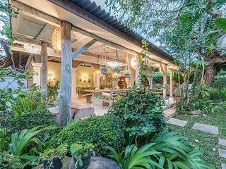 Large 3BR villa with huge pool, close to Seminyak