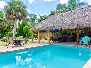 Charming Beach Style Home close to Beaches walking distance to Shopping, Dining