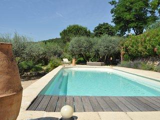Flores ou la Détente parmi les Essences de Provence, piscine privée