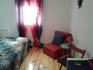 Chambre Cabine qui se partage 2 salles de bain, cuisine, salon et coin repas