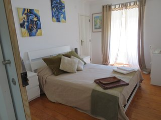 Chambre Horizon qui se partage 2 salles de bain, cuisine, salon et coin repas