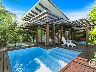 SEAGRASS - 66 PACIFIC - pool, pet friendly, close to Village!