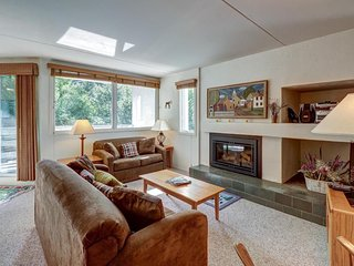 Cozy condo with shared hot tub, pool, sauna & more - close to ski!