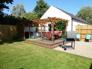 Old Toads Barn, Mablethorpe, Lincs with private Hot Tub, short or long stays