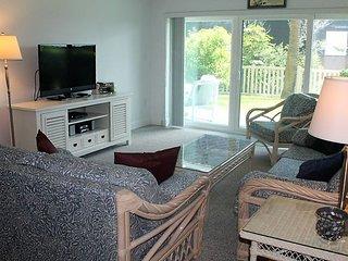 Ground floor condo with privacy & peek of the ocean - Ocean House Condo # 121