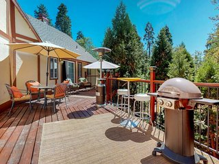 NEW LISTING!Dog-friendly, mountainside home w/large deck, media room & free WiFi