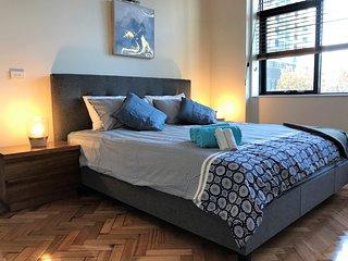 Readyset on King - 3 Bedroom Apartment