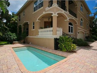 Luxury Siesta Key Vacation Rental Home with Heated Pool and Beach Access