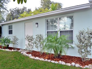 Elegant 2 bedroom 1 bath Siesta Key vacation rental with easy beach access