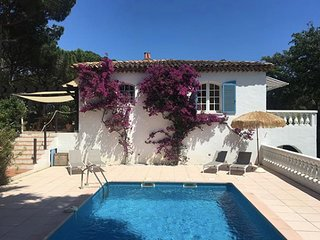 Luxury villa with private garden & Pool near beach in Sainte Maxime.