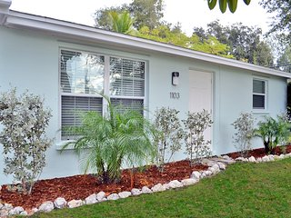 Renovated 2 bedroom 1 bath Siesta Key Vacation Rental with Easy Beach Access