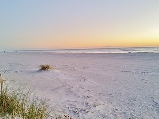 Anna Maria Island Beach Side Vacation Rental Within Walking Distance to Beach
