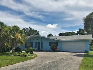 Spacious Vacation Home on Phillippi Creek and mintes from Siesta Key Beaches